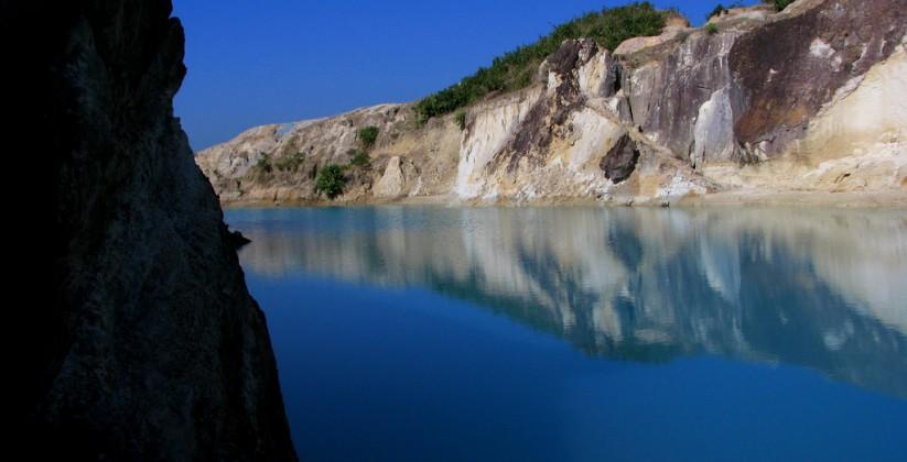Limestone_lake,_Birishiri,_Netrokona