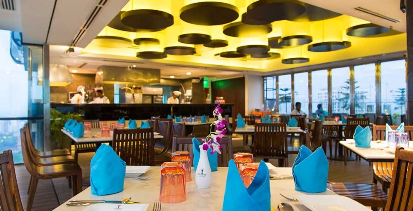 sky-pool-restaurant-2